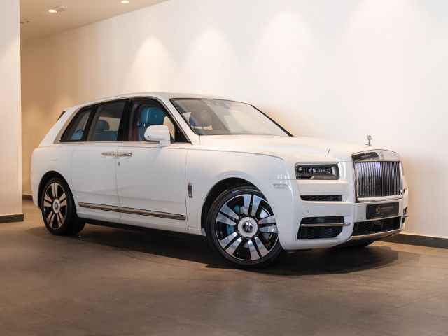 Perfect Condition 2021 Rolls-Royce Cullinan White exterior with Blue interior at Knightsbridge Automotive